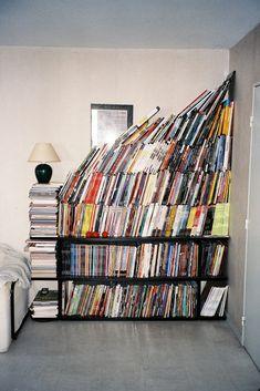 my bookshelf, yay. schön wärs