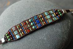 Blauwe rode en Turquoise lederen gerolde armband door EntwyneDesigns