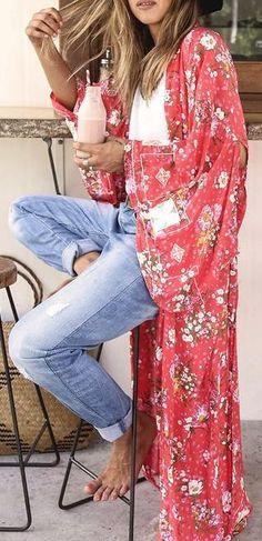 white tee. boyfriend jeans. long printed kimono. summer style.