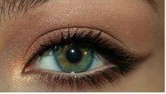 Pretty Bronze Eye Makeup for Green Eyes