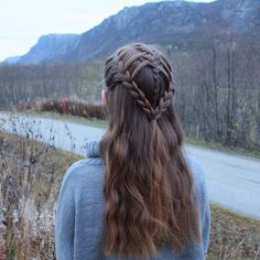 Shaggy Blonde Waves - 40 Picture-Perfect Hairstyles for Long Thin Hair - The Trending Hairstyle Medieval Hairstyles, Fancy Hairstyles, Creative Hairstyles, Braided Hairstyles, Viking Hair, Viking Braids, Celtic Hair, Elf Hair, Loose French Braids
