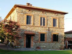L'Arco di San Rocco Borgo a Giovi Featuring free WiFi throughout the property, L'Arco di San Rocco offers pet-friendly accommodation in Borgo a Giovi, 10 km from Arezzo. Free private parking is available on site.