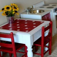 Drab To Fab Play Kids Kitchen Table . this darling play kitchen table utilizes an old re-purposed end table & got spruced up with fun polka dots & spray paint . Furniture Projects, Kids Furniture, Furniture Makeover, Painted Furniture, Old End Tables, Kid Table, Play Table, Lego Table, Toy Rooms