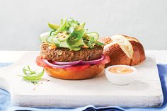 Curried Lentil-Almond Burgers—Perfect for this burger is oh-so-satisfying that even the most devout meat-eater will be asking for the recipe. Fish Recipes, Lunch Recipes, Meat Recipes, Cooking Recipes, Meat Meals, Vegetarian Appetizers, Vegetarian Recipes, Healthy Recipes, Vegetarian Dinners