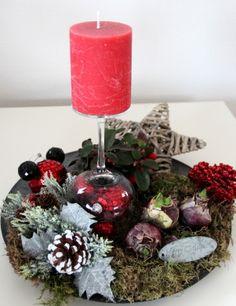 Kerst 2013. Leuk als kerstbakje op tafel. Schaal. Wijnglas. Kerstballen. DIY.