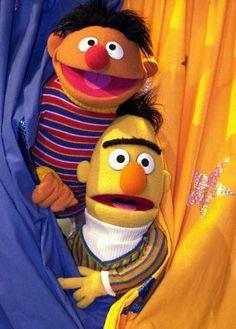 I cant hear ya Bert, I got a banana in my ear! LOL, old school style Sesame Street Muppets, Sesame Street Characters, Cartoon Jokes, Cartoon Characters, Sesame Street Place, Bert & Ernie, Fraggle Rock, The Muppet Show, Kermit The Frog