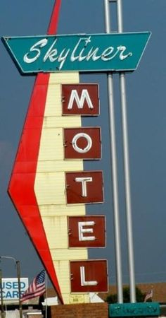 Skyliner Motel, Stroud, OK. One of the many historic hotels along Route by shelly Neon Signs Uk, Vintage Neon Signs, Custom Neon Signs, Vintage Labels, Vintage Ads, Retro Signage, Cafe Sign, Old Signs, Advertising Signs