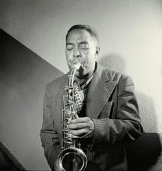 Charlie Parker August 29, 1920, 1:45 AM in:	Kansas City (MO) (United States) Sun: 	5°39' Virgo	AS: 	16°59' Cancer Moon:	3°04' Pisces	MC: 	28°47' Pisces Dominants: 	Virgo, Pisces, Cancer Moon, Pluto, Neptune Houses 3, 9, 2 / Water, Earth / Mutable Chinese Astrology: 	Metal Monkey Numerology: 	Birthpath 4