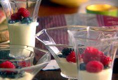 THE best.Panna Cotta with Fresh Berries Recipe : Giada De Laurentiis Just Desserts, Delicious Desserts, Dessert Recipes, Italian Desserts, Sweet Desserts, Italian Recipes, Cold Desserts, Light Desserts, Italian Foods