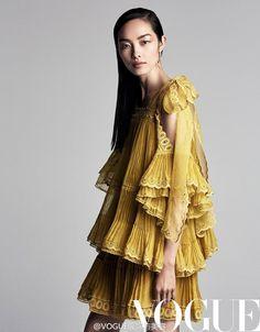 "Fei Fei Sun "" Pleats Please "" by Patrick Demarchelier Vogue China March 2017 Fei Fei Sun, Patrick Demarchelier, Vogue China, Helena Christensen, Look Thinner, Glamour, Vogue Australia, High Fashion, Fashion Tips"