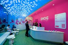 A lesson in great marketing, branding, copy.and they taste pretty damm good too. Check out Snog Frozen Yoghurt if you're around London! Contemporary Interior Design, Shop Interior Design, Retail Design, Store Design, Brand Design, Visual Merchandising, Trade Center, Frozen Yogurt Shop, Ceiling Treatments