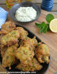 "Beignets de Courgettes à la Turque, recette de Fred Chesneau I am a big fan of Fred Chesneau … I loved his shows ""The New Explorers"" (especially the one that happens in Gr … Side Dish Recipes, Healthy Dinner Recipes, Healthy Snacks, Vegetarian Recipes, Cooking Recipes, Vegetable Side Dishes, Vegetable Recipes, Turkish Recipes, Ethnic Recipes"