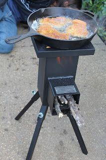 nice little variation on the rocket stove concept. This would be good for camping. - Living Prepared: Survival CookingA nice little variation on the rocket stove concept. This would be good for camping. Survival Food, Camping Survival, Outdoor Survival, Emergency Preparedness, Survival Skills, Survival Shelter, Homestead Survival, Survival Prepping, Materiel Camping