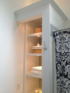 Open bathroom closet 60 ideas for 2020 Bathroom Linen Closet, Bathroom Closet Organization, Open Bathroom, Upstairs Bathrooms, Downstairs Bathroom, Bathroom Renos, Bathroom Storage, Bathroom Shelves, Bathroom Ideas
