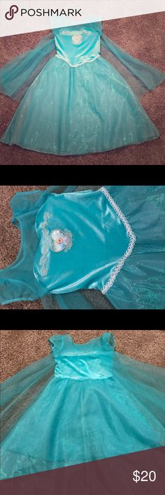 Frozen Elsa dress 6x Size 6x. Excellent condition. Great for a birthday party, Halloween or just dress up! Disney Dresses