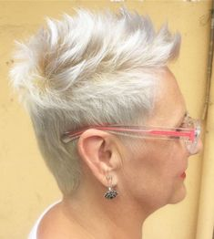 Today we have the most stylish 86 Cute Short Pixie Haircuts. We claim that you have never seen such elegant and eye-catching short hairstyles before. Pixie haircut, of course, offers a lot of options for the hair of the ladies'… Continue Reading → Very Short Haircuts, Short Hairstyles For Thick Hair, Short Grey Hair, Mom Hairstyles, Short Hairstyles For Women, Short Hair Styles, Grey Haircuts, Pixie Styles, Pretty Hairstyles