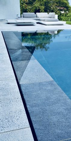 21 Best Swimming Pool Designs [Beautiful, Cool, and Modern] Luxury pool ideas. This is a tiny pool. This time they have not tried to look as natural as possible. is Swimming Pool # # # # Poolideas Homes Swimming Pool Tiles, Swiming Pool, Luxury Swimming Pools, Luxury Pools, Swimming Pools Backyard, Dream Pools, Swimming Pool Designs, Infinity Pool Backyard, Swimming Pool Architecture