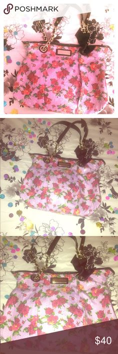 👛 Purple 🌺 Sequins Betsey Johnson Tote Bag 👛 ⭐️ RE-GLAM! In excellent used condition! Barely used and never used by me. Trying to reduce the amount of bags I have! Betsey Johnson Bags Totes