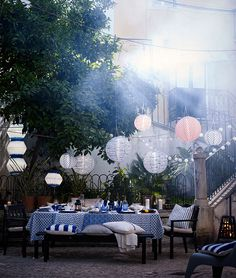 With warm weather comes outdoor entertaining! Check out IKEA ideas on hosting alfresco, refreshing your home and enjoying the great outdoors.