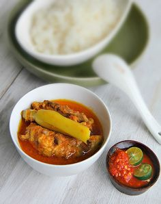 Kalio Ayam -- padang chicken curry from Western Sumatra in Indonesia. Authentic recipe..easy to follow.
