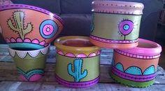 Macetas de barro pintadas a mano, diferentes medidas. Painted Clay Pots, Painted Flower Pots, Ceramic Pots, Terracotta Pots, Clay Pot Crafts, Diy And Crafts, Cactus Clipart, Pottery Painting Designs, Decorative Gourds