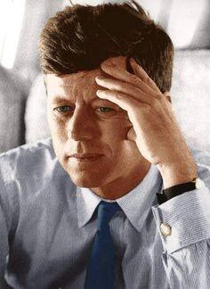 How Beautiful! : How Beautiful! Les Kennedy, John Kennedy Jr, Jfk Jr, Celebridades Fashion, Familia Kennedy, Donald Trump, John Fitzgerald, Portraits, American Presidents