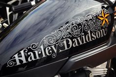Ivan Castro is a graphic designer based in Barcelona, Spain, who specializes in calligraphy, lettering, and typography Harley Softail, Motos Harley, Harley Bikes, Custom Trikes, Custom Motorcycles, Moto Fest, Custom Motorcycle Paint Jobs, Harley Davidson Trike, Pinstriping Designs