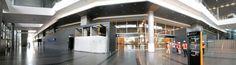 EL AEROPUERTO INTERNACIONAL ELDORADO ESTRENA MUELLE NACIONAL En primer nivel está la salida de las personas que vienen en vuelos los nacionales, también hay oficinas, bodegas y comercio.  En el segundo piso se encuentra la llegada de pasajeros aéreos.  En el tercero los usuarios podrán hacer el check-in y comprar en los locales de comercio y en el cuarto y último piso se encuentra la plazoleta de comidas. Habrá más de 100 locales comerciales en el piso 3 y 12 en el piso 4.