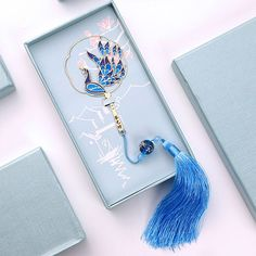 Chinese Fan Peacock Bookmark/ Gold Bookmark/ Bookmark by MrsLindaJewelry on Etsy Cute Jewelry, Hair Jewelry, Jewelry Accessories, Fashion Accessories, Fantasy Jewelry, Fantasy Hair, Fantasy Makeup, Magical Jewelry, Touch Of Gold