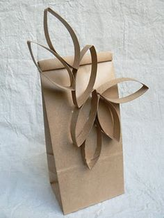 Divertidas hojas otoñales con los rollos de papel wc