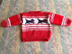 Red & white striped hand knitted kids sweater with dogs - Rood & wit gestreepte handgebreide kindertrui met hondjes