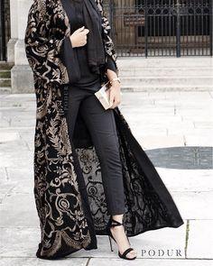 A b a y a 417 www podur co uk Abaya Fashion, Muslim Fashion, Kimono Fashion, Modest Fashion, Fashion Dresses, Abaya Mode, Mode Hijab, Iranian Women Fashion, Womens Fashion