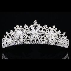 Details about Bridal Snowflake Rhinestone Crystal Prom Wedding Crown Tiara 7914 Wedding Tiaras, Wedding Veils, Wedding Hair, Dream Wedding, Wedding Dresses, Snowflake Wedding, Bride Tiara, Accesorios Casual, Bride Hair Accessories