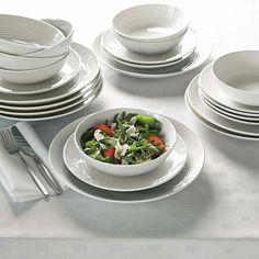 Gordon Ramsay by Royal Doulton Teal Maze 12 Piece Dining Set Dining Plates, Side Plates, Plates And Bowls, Dining Set, Dining Room, Gordon Ramsay Maze, Chef Gordon Ramsay, Stoneware Dinnerware, Dinnerware Sets