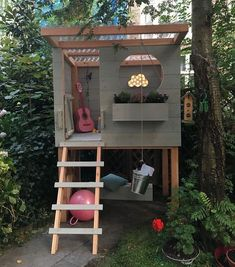 DIY: Süßes Spielhaus Pri – Haus How to Crafts - Kids playhouse Backyard Playhouse, Build A Playhouse, Backyard Playground, Backyard Patio, Kids Playhouse Plans, Modern Playhouse, Outdoor Playhouses, Pallet Playhouse, Backyard Landscaping