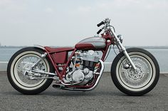 Custom Motorcycles | Yamaha SR400 by Gravel Crew