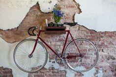 Fahrrad im Wohnzimmer aufhängen via Nic Darling