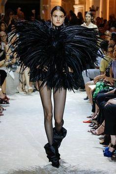 Alexandre Vauthier Parigi - Haute Couture Spring Summer 2020 - Shows - Vogue. Fashion 2018, Fashion Week, Star Fashion, Fashion Addict, High Fashion, Seoul Fashion, Alexandre Vauthier, Style Couture, Couture Fashion