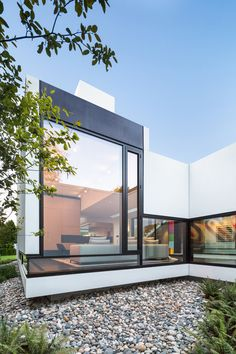 Modern home in Vancouver, British Columbia. Architecture: D'Arcy Jones