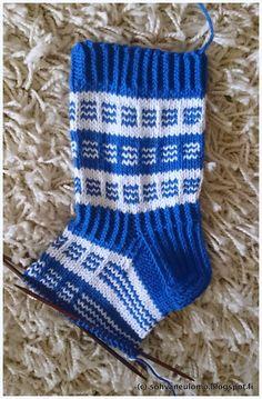 Neuleblogi Baby Booties, Christmas Stockings, Socks, Booty, Holiday Decor, Fashion, Knit Socks, Needlepoint Christmas Stockings, Moda