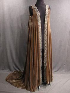 09003933 Robe Womens Renaissance tan velvet Medium.JPG