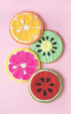 Felt Crafts Diy, Felt Diy, Sewing Crafts, Sewing Projects, Crafts For Kids, Craft Projects, Arts And Crafts, Felt Coasters, Felt Food