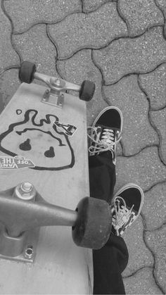 Black And White Picture Wall, Black And White Pictures, Skateboard Design, Skateboard Art, Black Aesthetic Wallpaper, Aesthetic Iphone Wallpaper, Skateboard Pictures, Dark Wallpaper Iphone, Skate Art