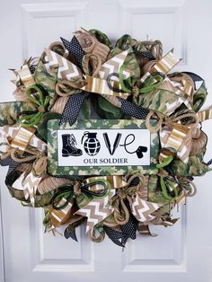 Check out exciting and exciting souvenir inspiring ideas your girl friend will enjoy. Army Wreath, Military Wreath, Military Signs, Army Crafts, Military Crafts, Dog Crafts, Patriotic Wreath, Light Crafts, Romantic Gifts