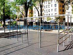 New York Street Workout Park Fort Tyron Park United States - - jpeg New York Street, New York City, Garden Gym Ideas, Playground Bar, Marcus Garvey Park, Outdoor Yoga, Outdoor Decor, Street Workout, Parking Design