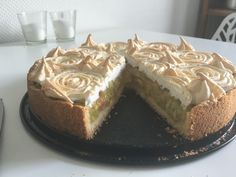 Rhabarberkuchen, sehr fein Rhubarb cake, very fine, a refined recipe from the baking category. Ratings: Average: Ø Rhubarb cake, very fineRhubarb – Meringue – CakeRhubarb cake with vanilla Chef Cake, German Baking, Rhubarb Cake, Pumpkin Spice Cupcakes, Fall Desserts, Food Cakes, Ice Cream Recipes, Cookie Recipes, Yummy Food
