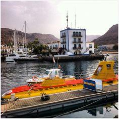 Actual submarino amarillo en uso en el Puerto de Mogán #mogan #grancanaria #canarias #islascanarias #igerscanarias #quesuerteviviraqui - @rosadelia84- #webstagram