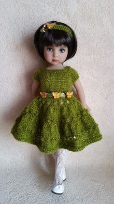 Outfit for dolls little darling