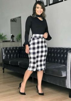 Black blouse and plaid skirt Popular Ladies Plaid Pencil Skirt, Plaid Skirts, Cute Skirts, Work Fashion, Modest Fashion, Fashion Dresses, Skirt Outfits, Dress Skirt, Classy Outfits