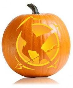Mockingjay Hunger Games Pumpkin Pattern - Did this last year when I was Katniss for Halloween.it was awesome. Hunger Games Party, Hunger Games Catching Fire, Hunger Games Trilogy, Hunger Games Crafts, Hunger Games Costume, Halloween Pumpkins, Fall Halloween, Halloween Decorations, Halloween Ideas